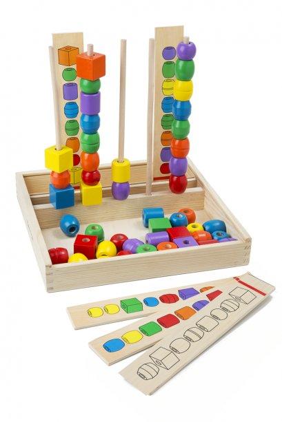 Melissa & Doug รุ่น 570 Bead Sequencing Set ชุดเรียงลำดับลูกปัดสี ฝึกพัฒนาการและการเรียนรู้เรื่องรูปร่าง สี