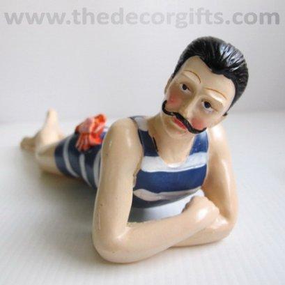 ตุ๊กตาเรซิ่น ชายวินเทจ นอนอาบแดด แนวทะเล