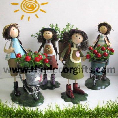 ตุ๊กตาสังกะสี ชาวสวนแบกชะลอมรถเข็น (4 ตัว) ขนาดกลาง