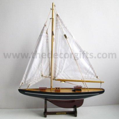 เรือใบสีขาวครีม+ฐานตั้ง งานไม้ แนวทะเล