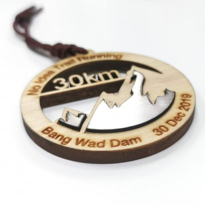 Wooden medal with plastic size 7 cm.