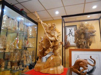 เทพเจ้ากวนอู ปางบู๊ ไม้หอมการบูร 68 cm.