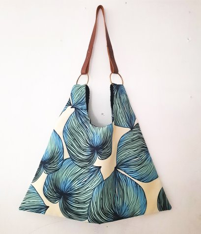 BAG21023.006 / Triangle Bag / Tote Bag / Triangle Bag / Leaves printed bag