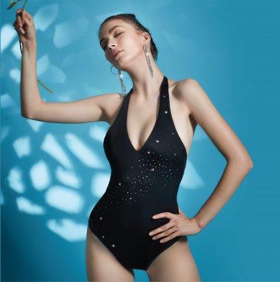 ชุดว่ายน้ำสีดำวันพีซคล้องคอ-ประดับคริสตัล รหัส SWIM05