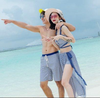 ชุดว่ายน้ำคู่รักลายแพทเทริน์สีน้ำเงิน