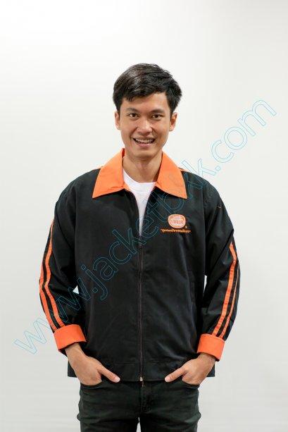 ตัวอย่างผลงานเสื้อแจ็คเก็ต แบบสั่งตัด ผ้าไมโคร สีดำ ตัดต่อ สีส้ม แบบที่ 1