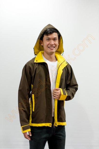 เสื้อแจ็คเก็ตสีน้ำตาล ปกเหลือง มีฮู๊ด