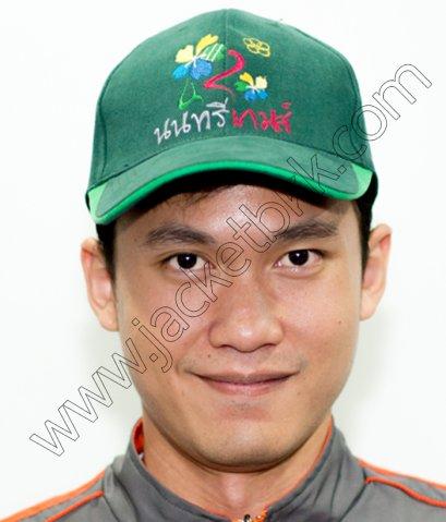 หมวกแก๊ปสีเขียวพร้อมปักโลโก้ นนทรีเกมส์