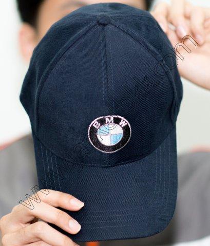 หมวกแก๊ปสีดำพร้อมปักโลโก้ BMW