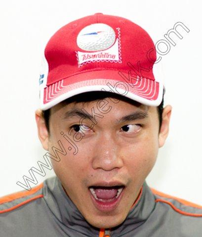 หมวกแก๊ปสีแดงพร้อมปักโลโก้ ตรา ไปรษณีย์ไทย