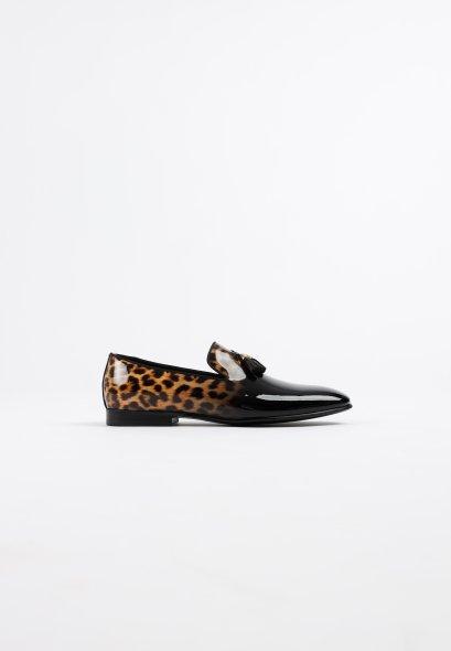 รองเท้าโลฟเฟอร์สีดำหนังแก้ว Leopard in Patent Leather Tassel Loafer