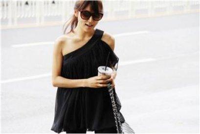 [[พร้อมส่ง]] เสื้อสีดำแขนเดียวปลายเสื้อทรงบอลลูน