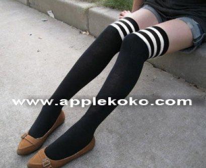 [[พร้อมส่ง]] ถุงเท้ายาวช่วงบนลายขวางสลับขาวดำ