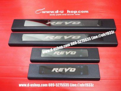 กาบบันไดสีดำตัดลายสแตนเลสปั๊มโลโก้ตรงรุ่น Toyota REVO 4Dr