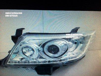 โคมไฟหน้าโปรเจคเตอร์พื้นขาว ตรงรุ่น Toyota Vigo Champ สไตล์ Audi