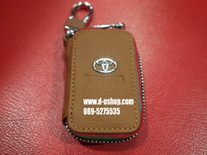 พวงกุญแจหนังดำแบบมีโลโก้รุ่นมีซิปปิดเปิด Toyota รุ่นหนังครีมด้ายแดง
