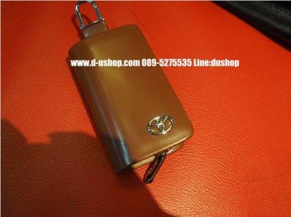 กระเป๋ากุญแจหนังดำแบบมีโลโก้รุ่นมีซิปปิดเปิด Toyota รุ่นสีน้ำตาล