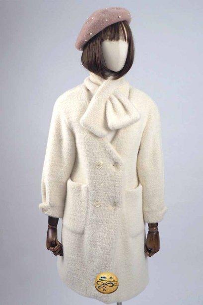 เช่าเสื้อโค้ทผู้หญิง รุ่น   Faux Fur Fluffy Valspar Cream Coat white Scarf 905GCF407FACRS