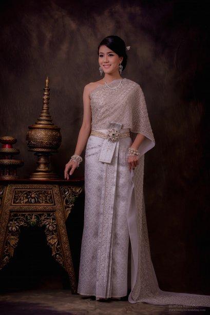 ชุดไทยผ้าโบราณแท้ สีขาว
