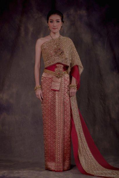 ชุดไทยผ้าโบราณแท้ สีแดง