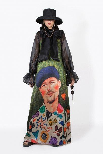 แม็กซี่เดรสผ้าไหม  พิมพ์ลาย Brad Pitt สีสันสดใส by WLS
