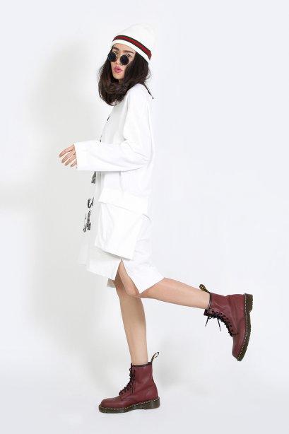 เดรสผ้าคอตตอนทรงโอเวอร์ไซส์ Oversized Pocket Mini Dress (ฺWhite)